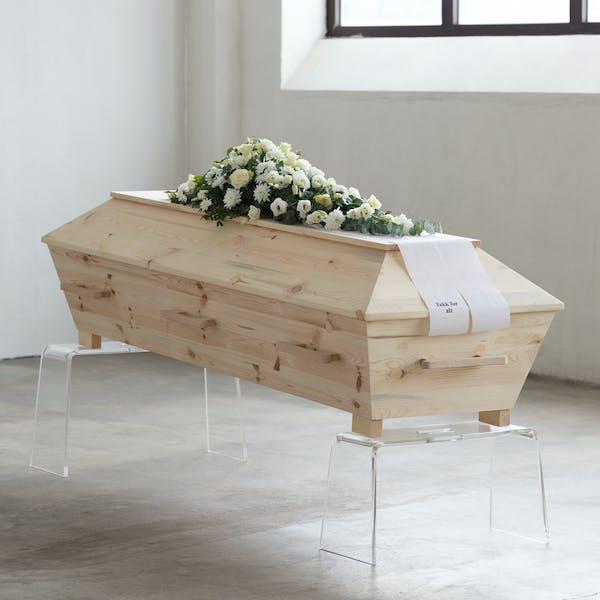 Kiste i ubehandlet furu fra Verd Begravelsesbyrå